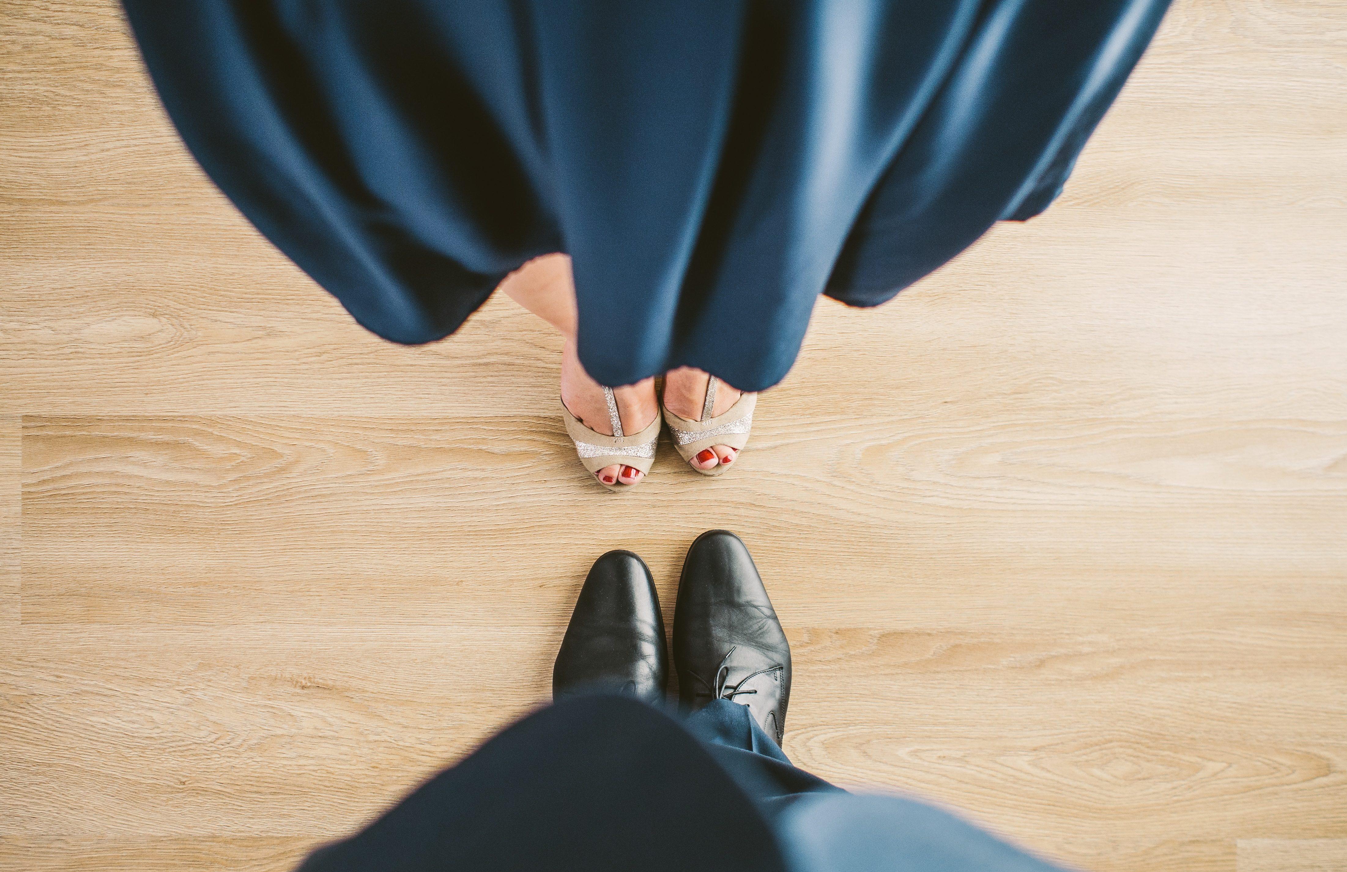 couple se faisant face pour le divorce